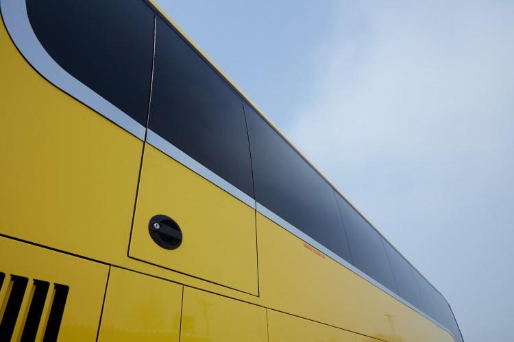 """SCANIAエンジンを搭載した""""新しい日本の二階建てバス"""""""