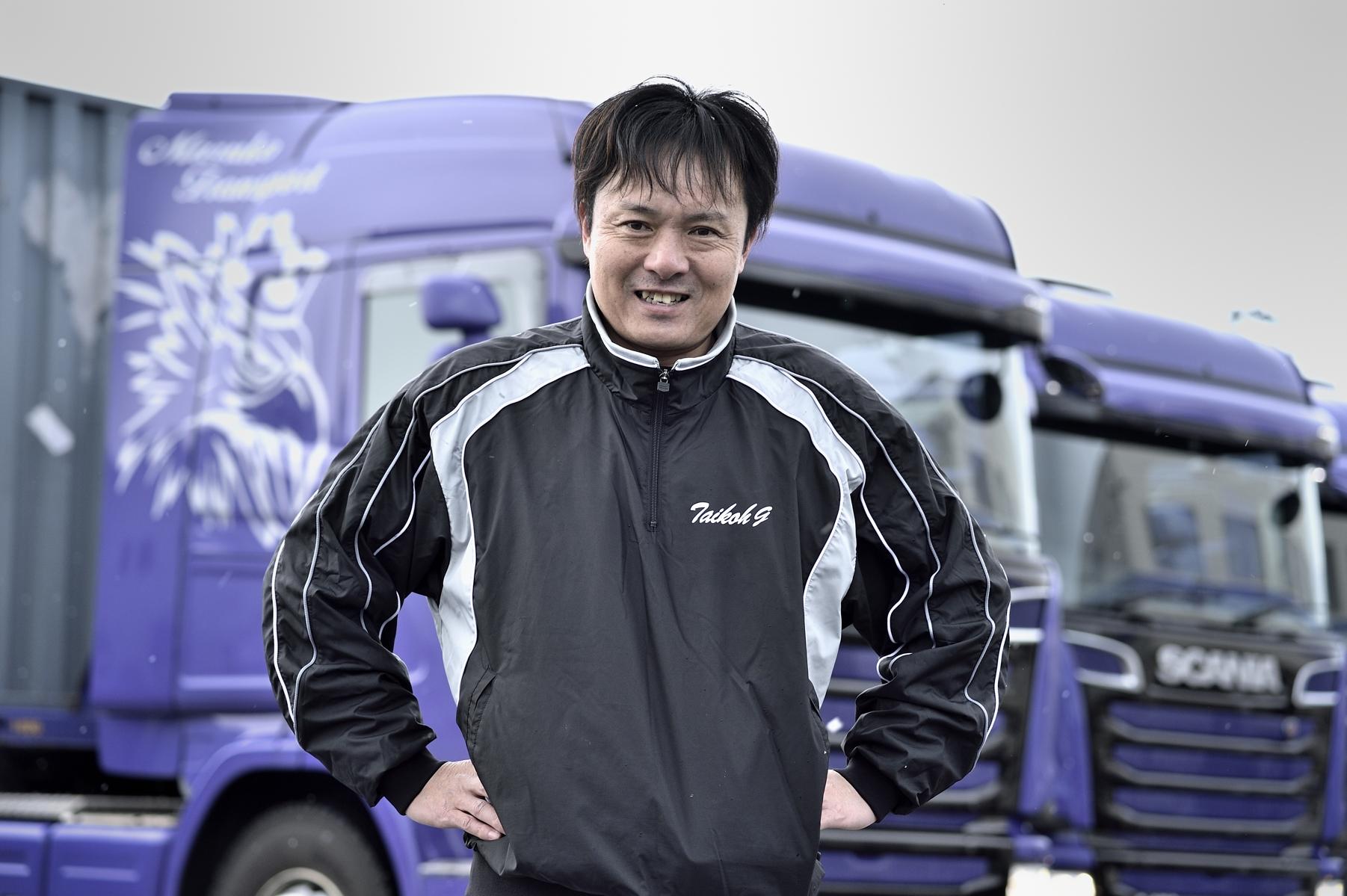 マルコートランスポートでスカニアトラックを委ねられているドライバー本林春彦氏の顔写真