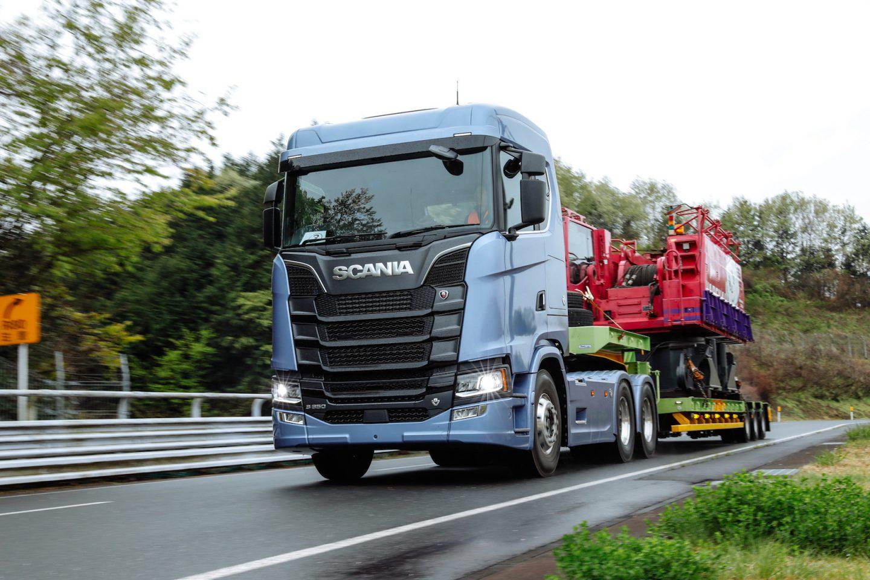 スカニア新モデルの試乗会を開催!重量級車両も難なく走らせ停める性能に驚き!