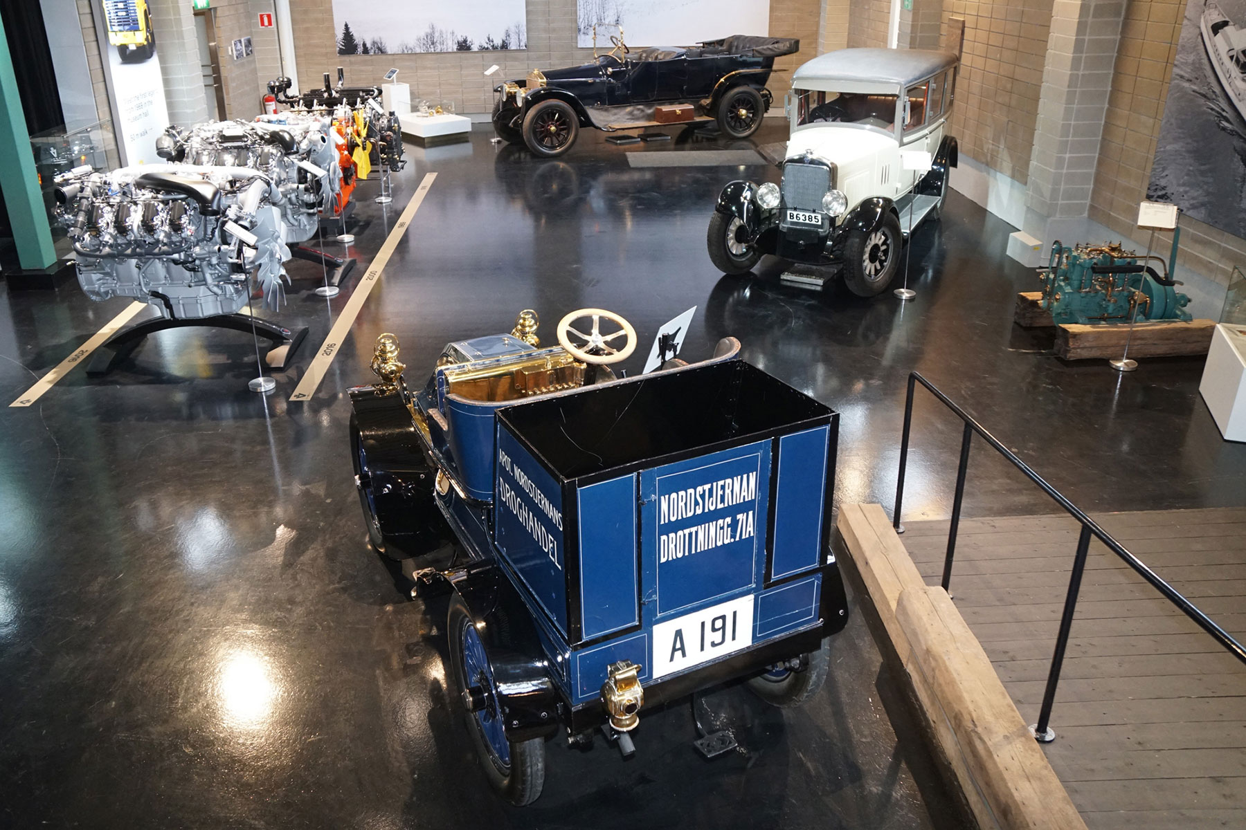 歴代のトラックとバスが勢ぞろい!スケール感あるミュージアムと伝統の社屋からスカニアの歴史を辿る