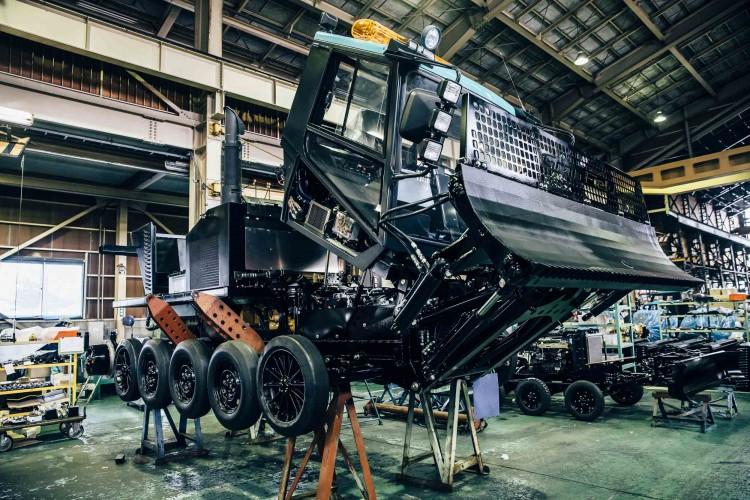 SCANIAエンジンを積む雪上車、RIZINの組み立て現場、大原鉄工所へ
