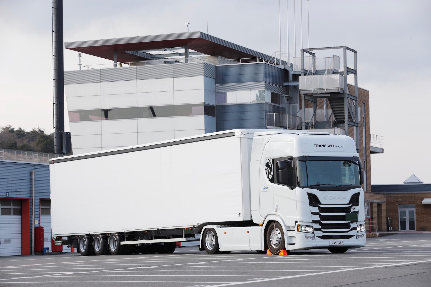 カモフラージュされたスカニアの新モデルに乗った「ファースト・ランナー」による試乗インプレッションをお届け
