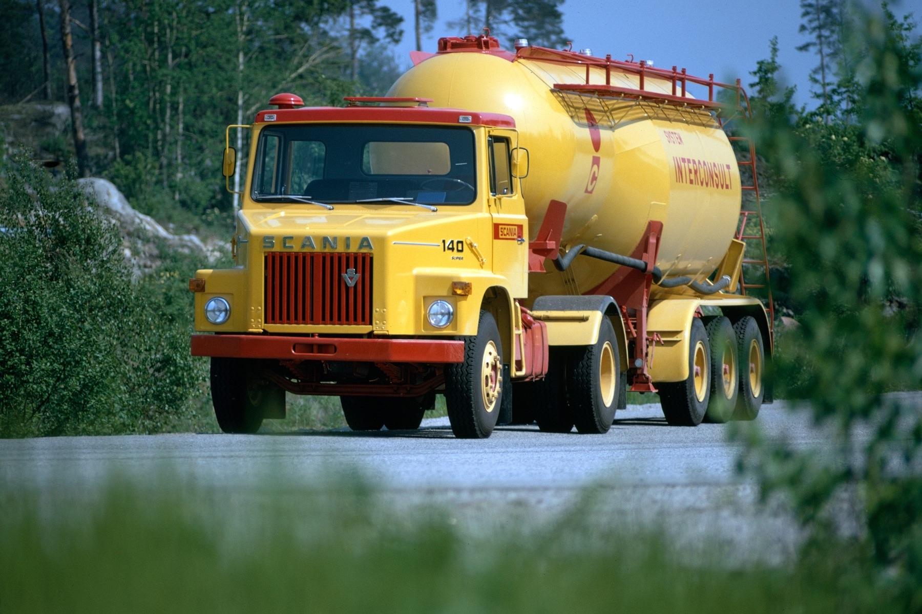 1972年にはボンネット型トラックにもV8エンジンを積んだ「L140型」が誕生