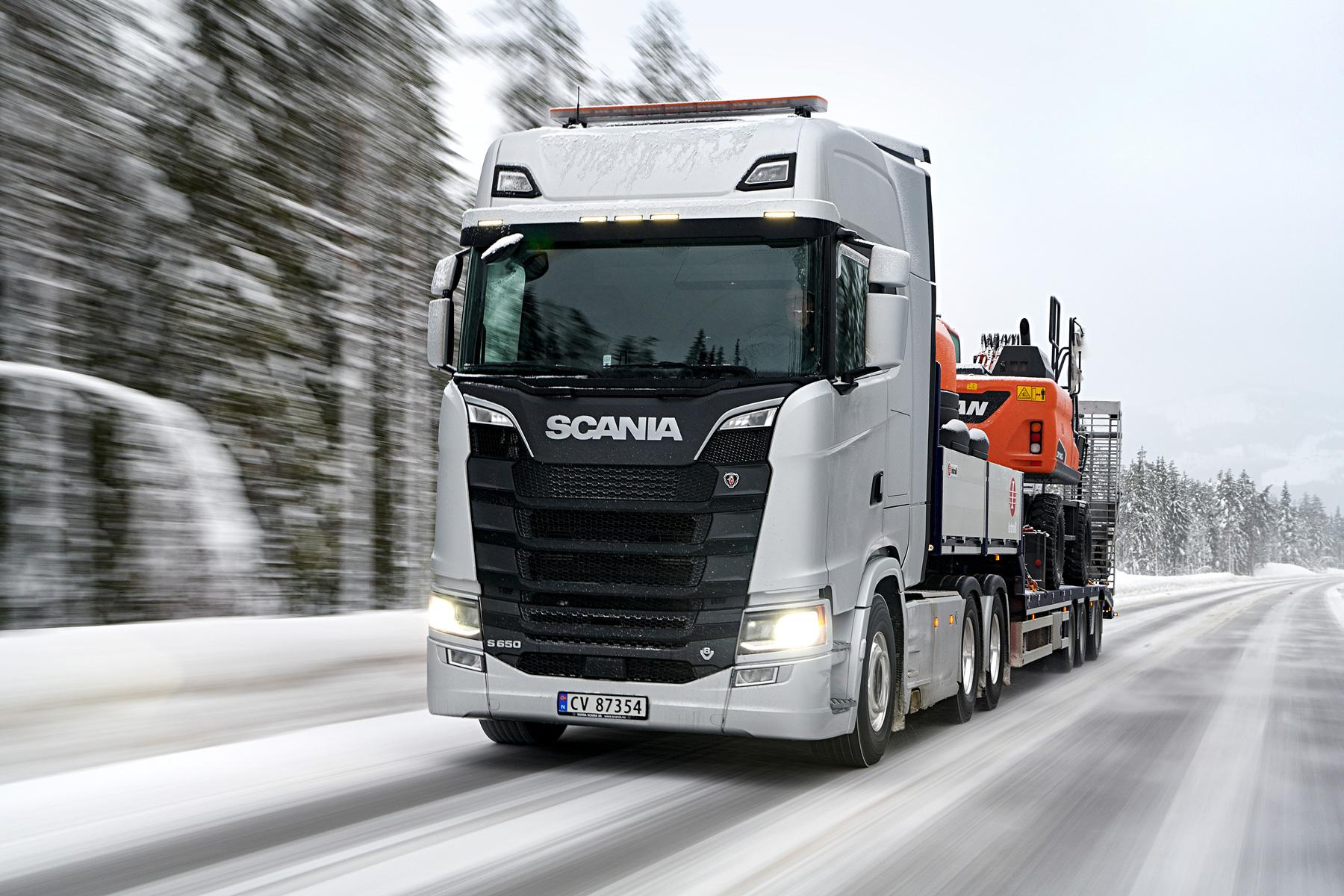 新モデルで新たに登場した旗艦・Sシリーズにも、もちろんV8エンジンを設定。写真のS650では、最高出力650hp、最大トルクは3300Nmに至る