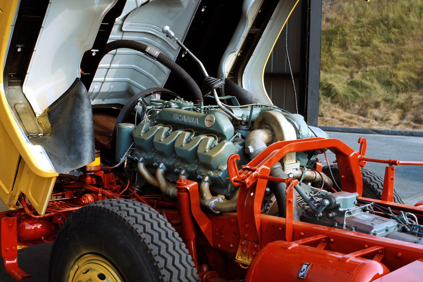 スカニア14ℓV8ディーゼルエンジン「DS14型」